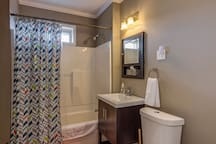 Upstairs Full Bath Room