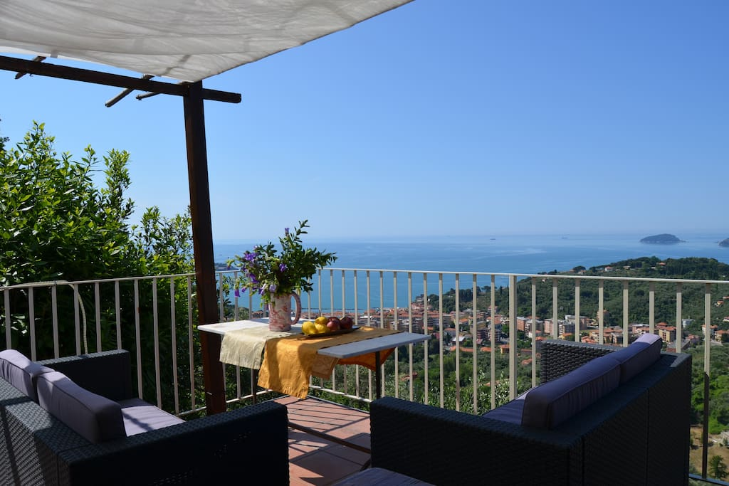 La castellana una finestra sul mare bed and breakfasts for rent in lerici liguria italy - Una finestra sul mare ...