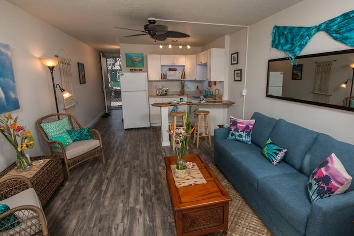 You'll have fun making yourself at home in this spacious studio, newly furnished in a funky-beach-chic style!