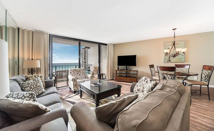 New Listing! Luxury condo w/ ocean views. Room for the whole family, free WiFi!