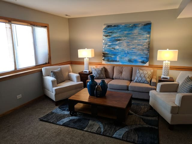Spacious 3 bedroom Airbnb in Chicago's Montclare