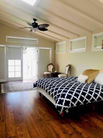 Stunning Master bedroom & Oceanview Patio