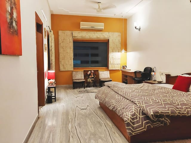 Chinar Homes : Bedroom 2: Pahalgam