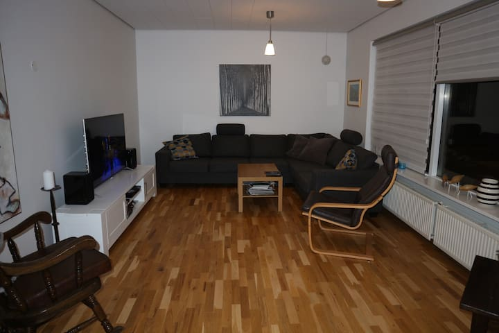 House near Blue lagoon and Airport. INCL. Hot tub. - Grindavík - Haus