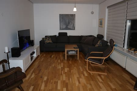 House near Blue lagoon and Airport. INCL. Hot tub. - Grindavík