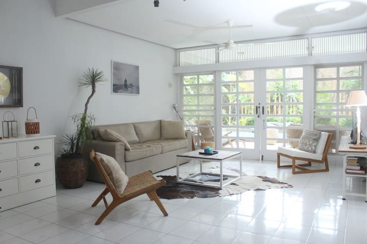 Lovely & bright 3BR villa w/pool in expat area JKT