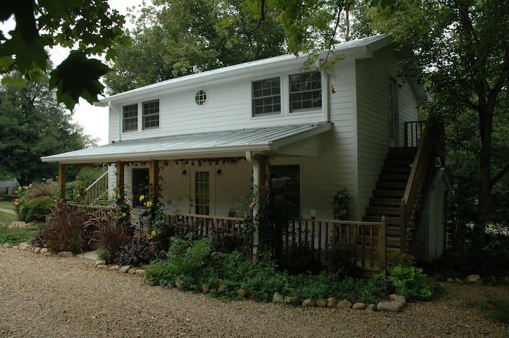 Linnaea Gardens Guest House Unit #1