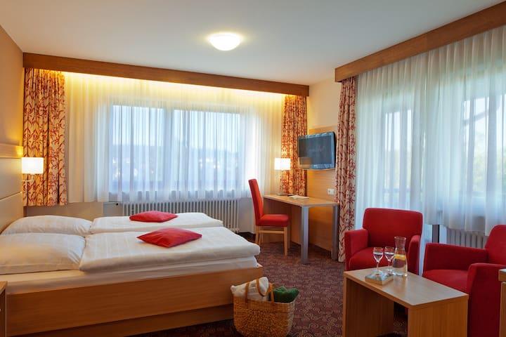 Hotel Konradshof, (Seewald-Besenfeld), Komfort-Zimmer mit Balkon, 38qm, max. 2 Personen