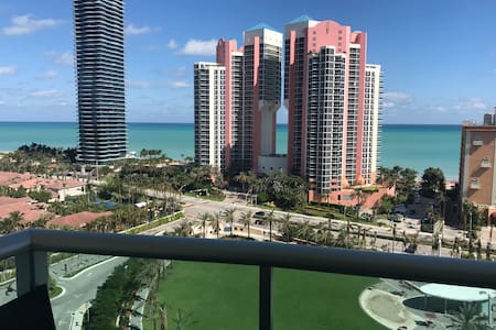 Ocean View Condo Sunny Isles Beach w/ Parking