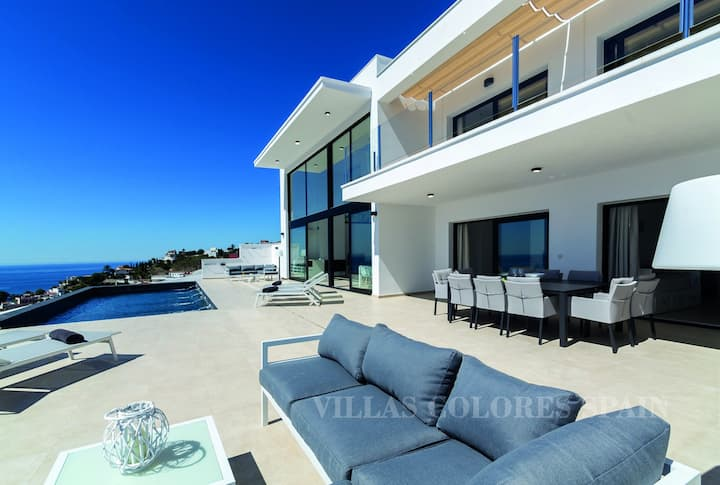 Villa Royal with private heated pool and seaview