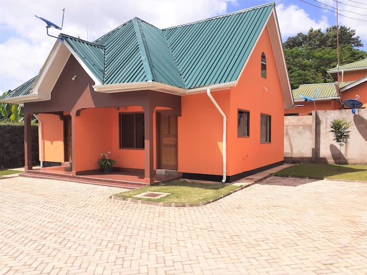 Neat 1-bedroom cottage with private garden