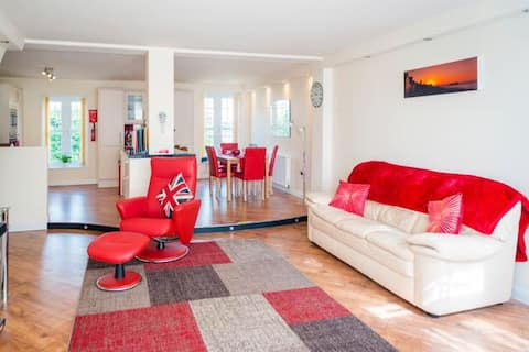 Spacious 2 bedroomed flat 4 Star Gold with decking
