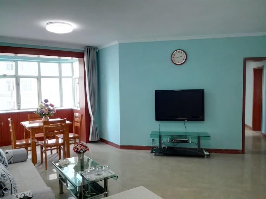 02 客厅侧面 42寸电视和光纤wifi