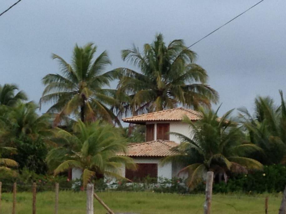 Casa vista da rua lateral