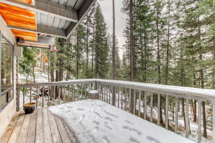 Spacious, dog-friendly cabin w/ hot tub, deck & pool table - near river access!