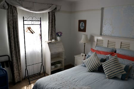 The Lavender Room - Bed & Breakfast