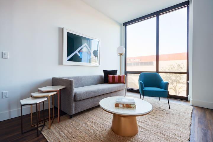 Sonder   Shift Apartments   Vibrant 2BR + Pool