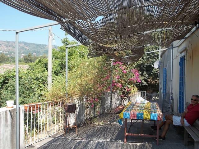 Jolie maison rénovée vue mer et Etna - Mascali