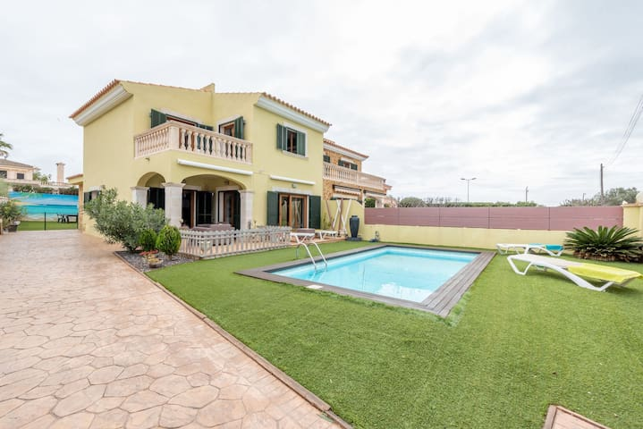 Beautiful Villa Las with Pool, Air Conditioning, Garden & Wi-Fi; Parking Available