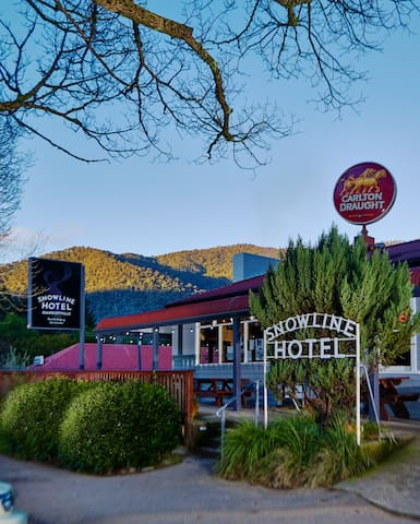 Harrietville Snowline Hotel - Queen Ensuite Room - Harrietville