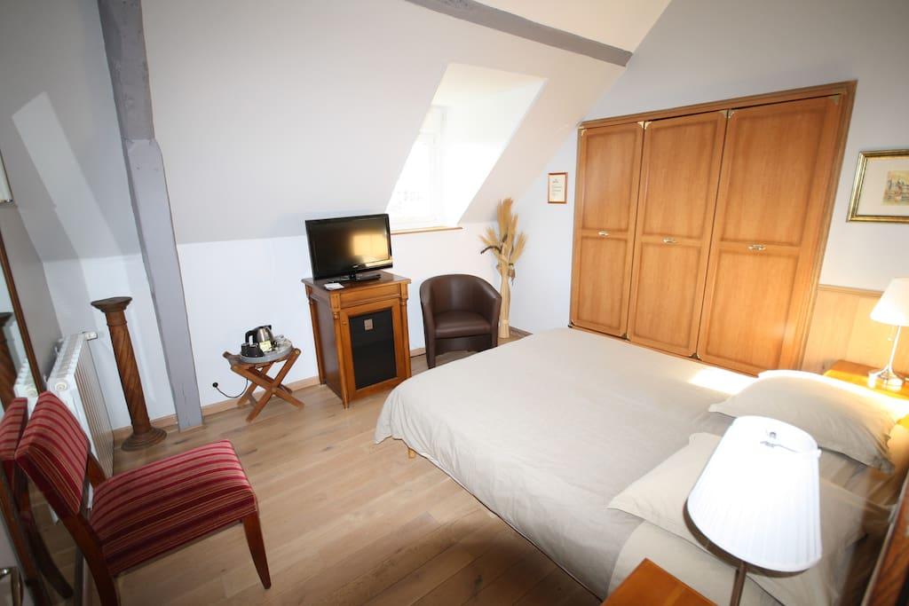 chambre d 39 h te normandy chambres d 39 h tes louer trouville sur mer basse normandie france. Black Bedroom Furniture Sets. Home Design Ideas