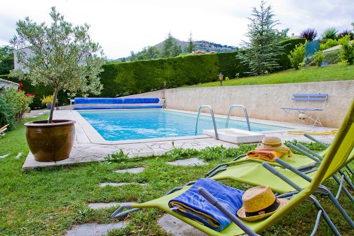 Suite familiale de charme dans village provençal