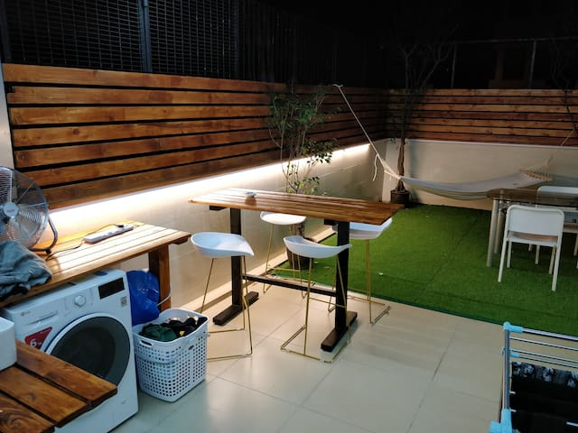 Cosy private room with terrace in Sai Ying Pun