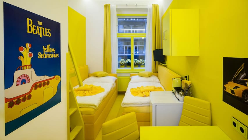 YELLOW ROOM/CENTRE/AIR-CON/BREAKFAST - START PRICE
