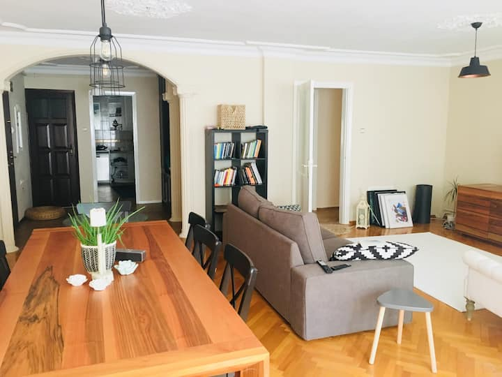 Nice Flat in a Pleasant Street With Sea View