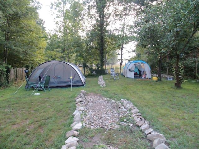 Tent: aan rivier gel. mini-camping - Blot-l'Église, tussen Chateauneuf-les-Bains en Lisseuil!