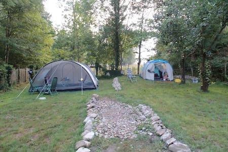 Tent: aan rivier gel. mini-camping - Blot-l'Église, tussen Chateauneuf-les-Bains en Lisseuil! - Telt