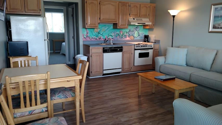 Updated Condo at Wrightsville Beach Bridge – Walk to Dockside, Mellow, Poe's