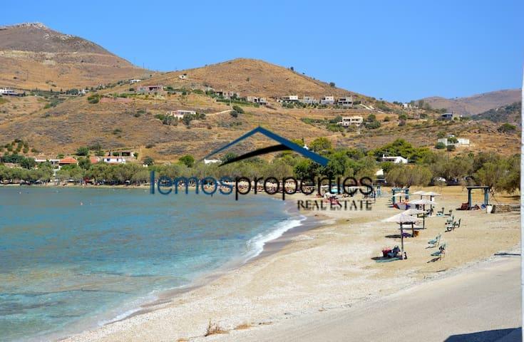 The beach of Otzia