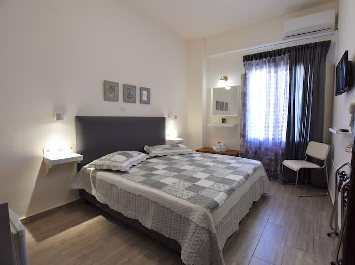 Cozy double room , sea view.