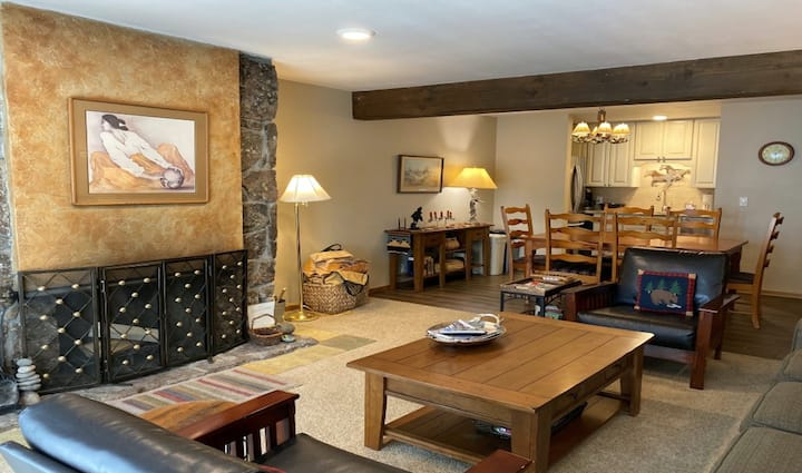 Mountain condo in downtown Teton Village w/shared hot tub, outdoor pools, & more