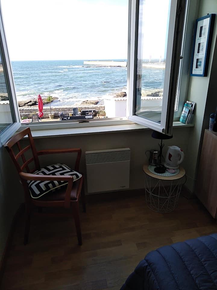 Vue mer panoramique sans vis à vis, chambre cosy