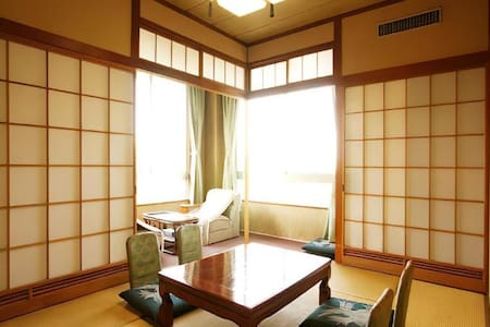 Japanese-Style Room For 4 Guests / With Breakfast