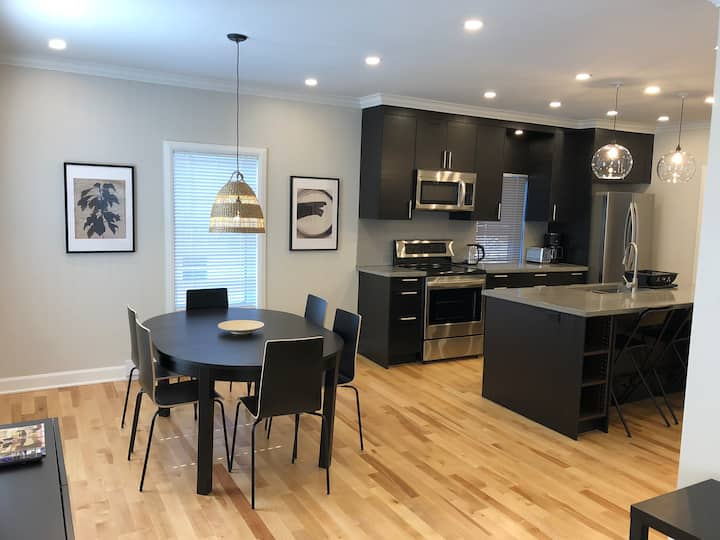 EXECUTIVE RENOVATED CONDOMINIUM DELUXE IN CORNWALL