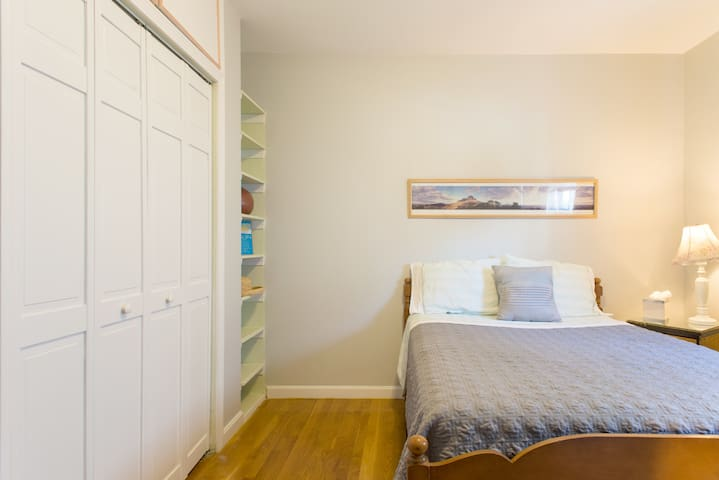 Sunny, Cozy bedroom in a  2nd Floor Apartment