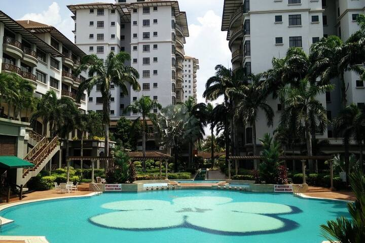 H&A family Suite 5-6 Pax Pool View@Mahkota Hotel