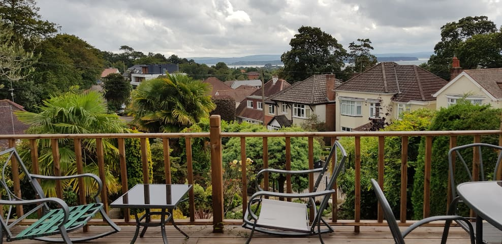 2 Double rooms - lovely bungalow,centrally located