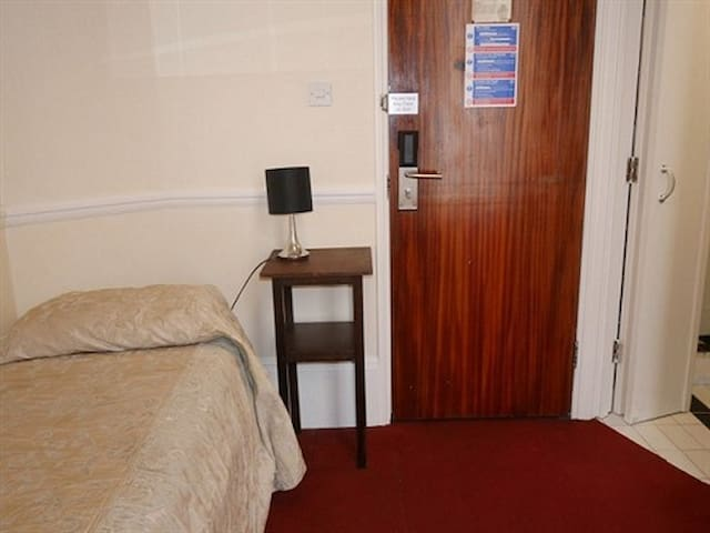 Single Room Ensuite @St Simeon