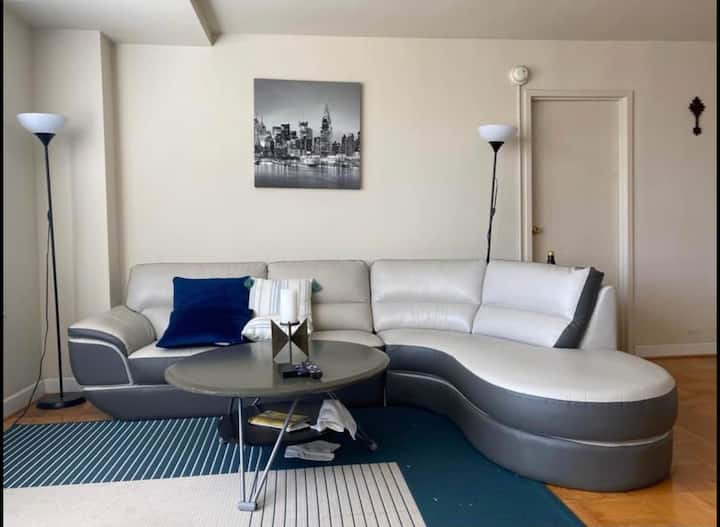 Comfortable space with gym and pool close to DC!