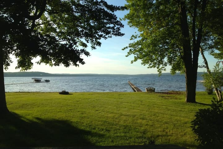 Fun lake house w/ dock, firepit, full kitchen, WiFi, cable, & private gas grill!