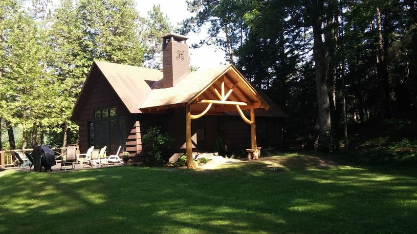 Secluded Lakeside Adirondack Getaway - Ticonderoga - Rumah