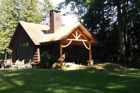 Secluded Lakeside Adirondack Getaway - Ticonderoga - Casa
