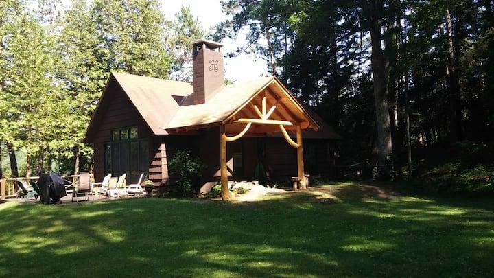 Isaac Harris Lodge: A Lakeside Adirondack Getaway