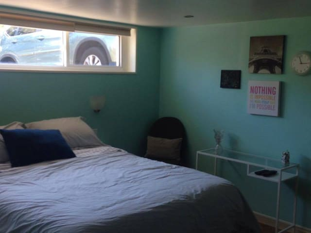 The Tiffany Suite with Parking and Wifi