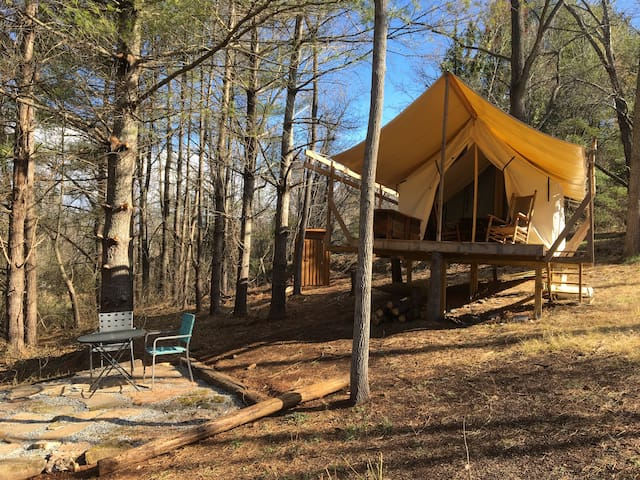 Private Glamping spot 20 minutes from Asheville - Candler