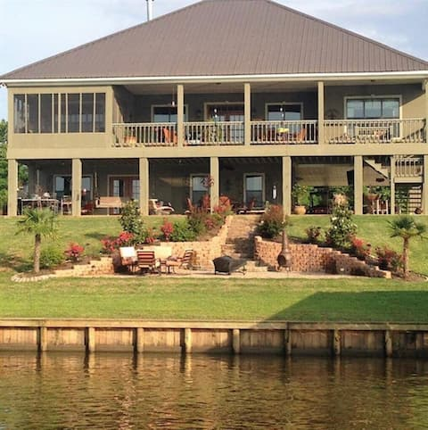 Southern Charm- Boat, fish and relax- Hampton Lake